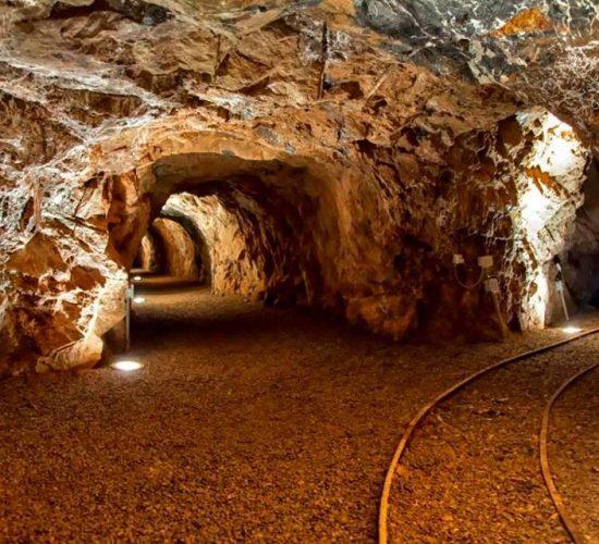 Analiza e Industrisë: Në minierën e Munellës janë 4 tonë rezerva ar, Revista Monitor, 9 Korrik 2017