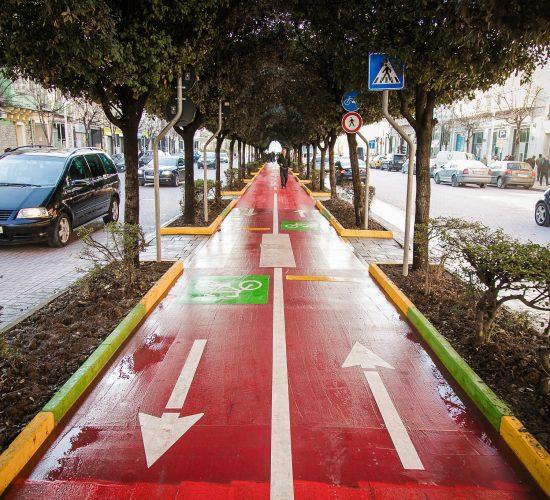 """Tirana smart city, përfundon ndërtimi i korsisë së re për biçikletat në bulevardin """"zogu i"""""""